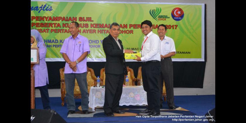 Penyampaian Sijil Penuntut Pusat Pertanian Ayer Hitam 2017