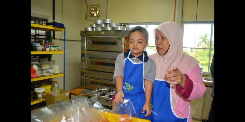 Lawatan daripada murid pendidikan khas SK Perempuan Bandar, Kluang