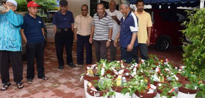 24 penduduk Taman Guru terima input pertanian bandar