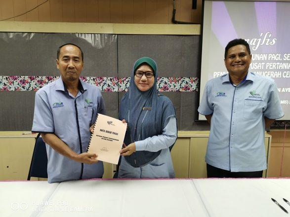Majlis serah tugas Ketua Pusat Pertanian Ayer Hitam