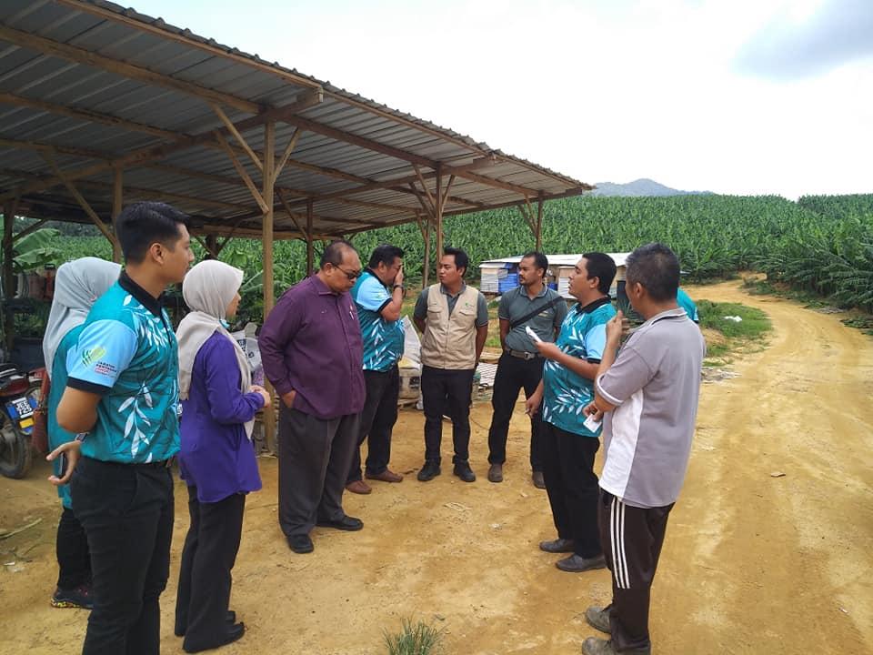 Lawatan kerja Pengarah Pertanian Negeri Johor ke daerah Kluang